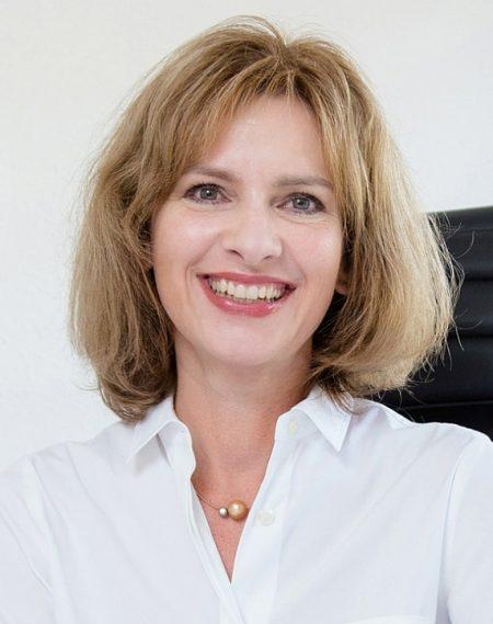 Carola Wyrich, Sekretariat